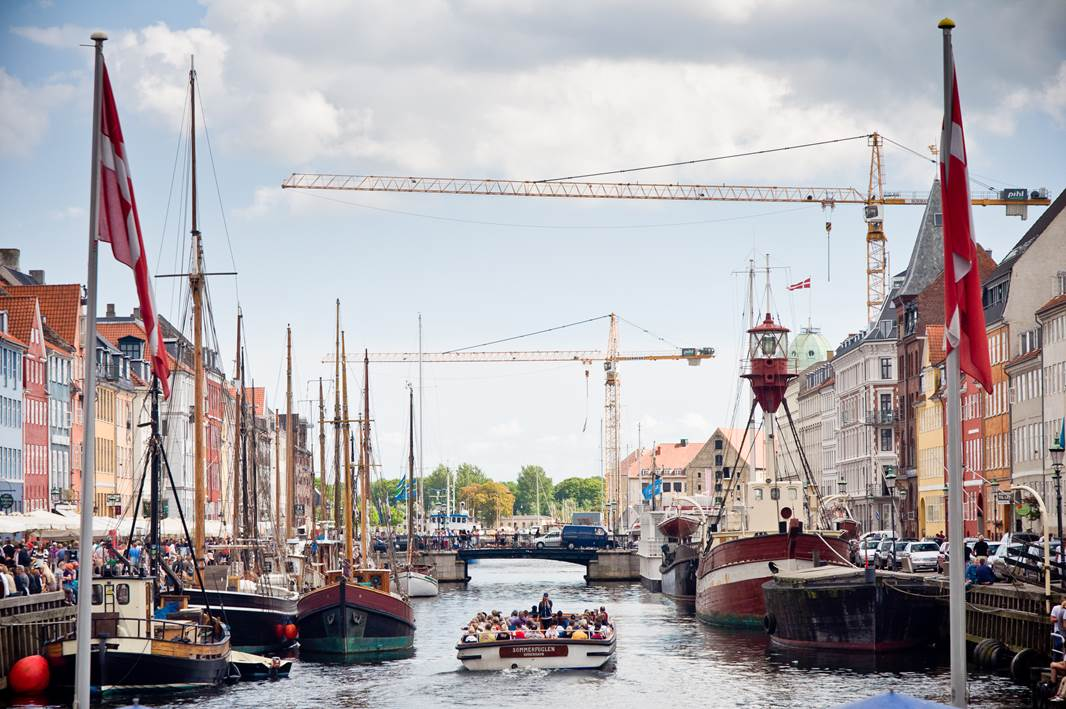 Join a sightseeing boat in Copenhagen