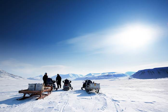 Snow mobile tours in Lapland