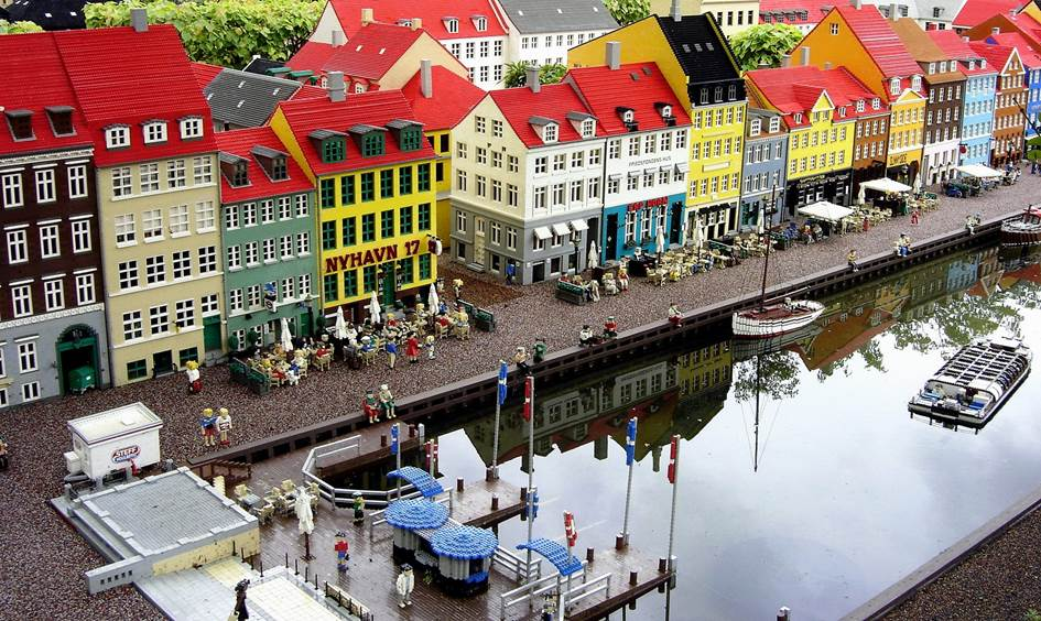 ...and the Lego version of Nyhavn